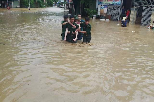 Toàn cảnh mưa lũ tại Nghệ An nhìn từ trên cao - Ảnh 9.