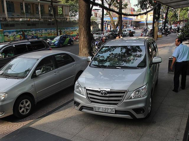 Dân yêu cầu tăng chỗ đậu xe bốn bánh chung cư - Ảnh 1.