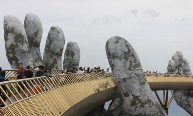 Cầu Vàng ở Đà Nẵng lọt top 100 điểm đến tuyệt vời nhất thế giới - Ảnh 1.