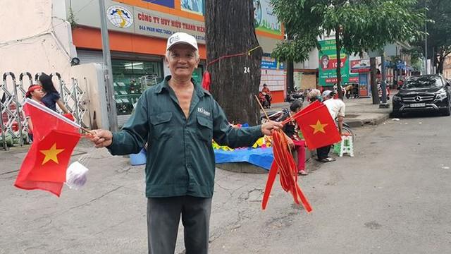 Đường phố Sài Gòn tràn ngập cờ hoa trước trận Việt Nam - Syria - Ảnh 9.