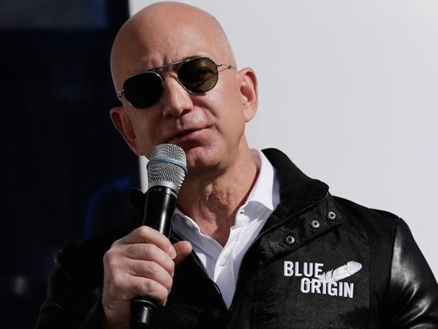 Không làm từ thiện nhiều như Bill Gates, người giàu nhất địa cầu Jeff Bezos sử dụng 150 tỷ USD tài sản của mình như thế nào? - Ảnh 17.