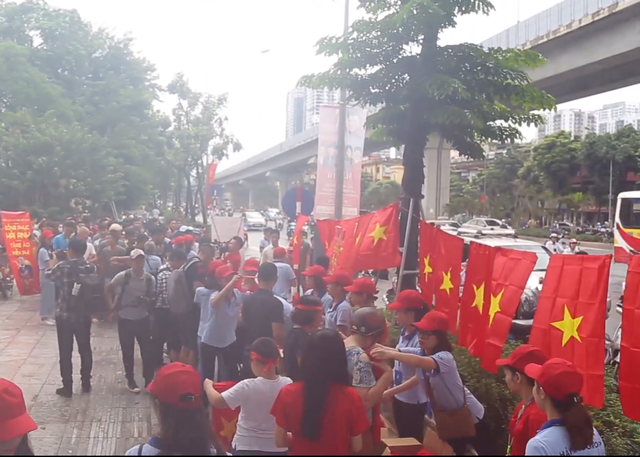 Ít phút trước trận bán kết ASIAD 2018 Việt Nam - Hàn Quốc, cổ động viên cả nước đồng lòng hướng về thầy trò ông Park - Ảnh 6.
