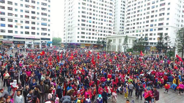 Ăn chơi như cư dân HH Linh Đàm, góp tiền thuê màn hình LED cỡ lớn cổ vũ Olympic Việt Nam trận Việt Nam - Hàn Quốc - Ảnh 4.