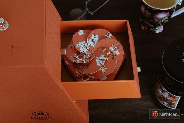 Đập hộp những chiếc bánh Trung thu của các khách sạn nổi tiếng bậc nhất tại Hà Nội - Ảnh 27.