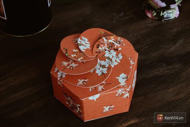 Đập hộp những chiếc bánh Trung thu của các khách sạn nổi tiếng bậc nhất tại Hà Nội - Ảnh 28.