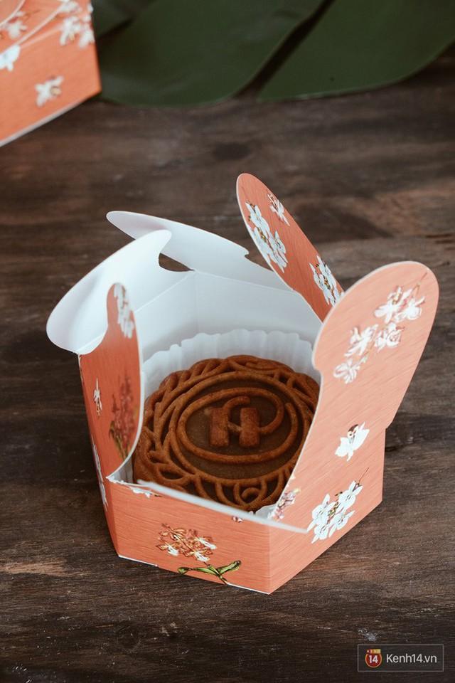 Đập hộp những chiếc bánh Trung thu của các khách sạn nổi tiếng bậc nhất tại Hà Nội - Ảnh 29.