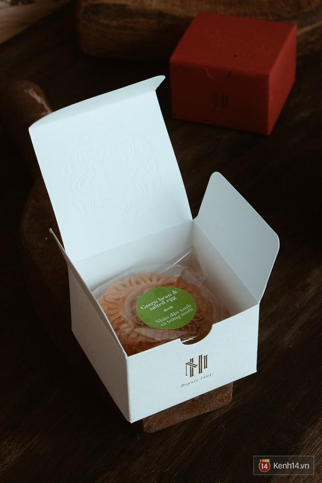 Đập hộp những chiếc bánh Trung thu của các khách sạn nổi tiếng bậc nhất tại Hà Nội - Ảnh 6.