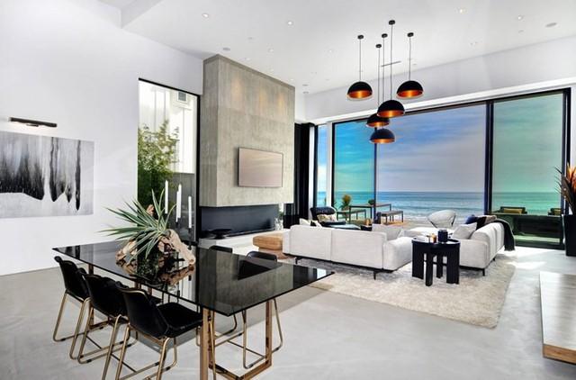 Ngôi nhà 2 tầng tuyệt đẹp nằm ven biển - Ảnh 3.