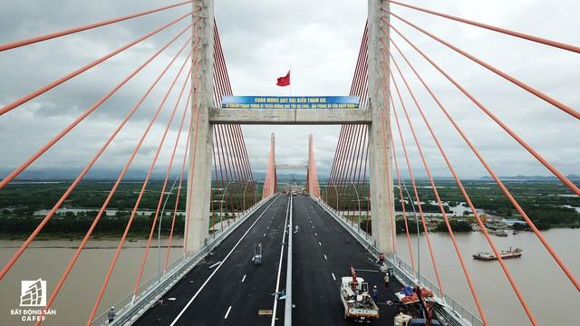 Một ngày trước khi thông xe, nhìn toàn cảnh xa lộ Hạ Long - Hải Phòng và cầu Bạch Đằng gần 15 nghìn tỷ từ trên cao - Ảnh 9.