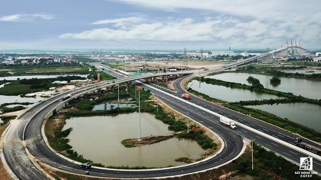 Một ngày trước khi thông xe, nhìn toàn cảnh xa lộ Hạ Long - Hải Phòng và cầu Bạch Đằng gần 15 nghìn tỷ từ trên cao - Ảnh 10.