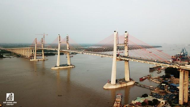 Một ngày trước khi thông xe, nhìn toàn cảnh xa lộ Hạ Long - Hải Phòng và cầu Bạch Đằng gần 15 nghìn tỷ từ trên cao - Ảnh 12.