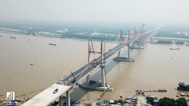 Một ngày trước khi thông xe, nhìn toàn cảnh xa lộ Hạ Long - Hải Phòng và cầu Bạch Đằng gần 15 nghìn tỷ từ trên cao - Ảnh 13.