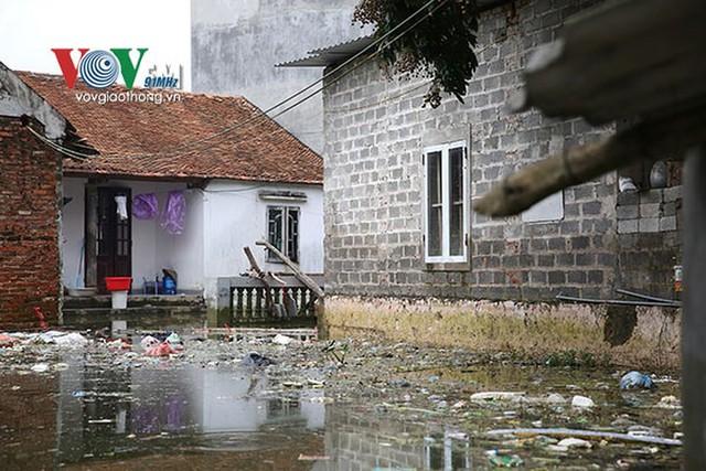 Ảnh: Sau ngập lụt dài ngày, dân Chương Mỹ đối mặt bệnh lở loét da - Ảnh 1.