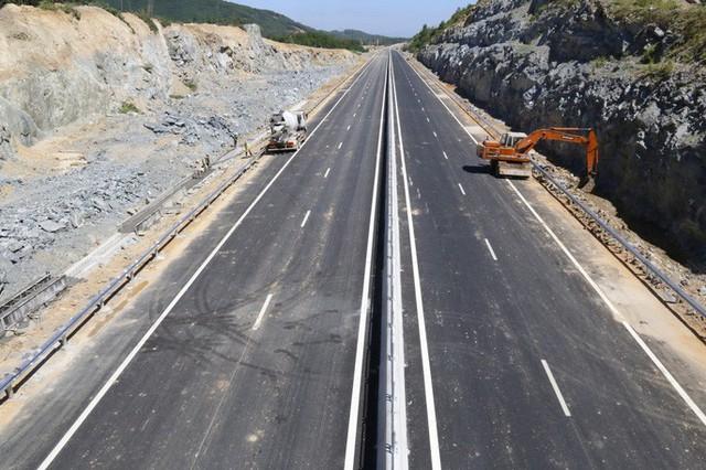 Cận cảnh xa lộ 34.500 tỉ đồng xe bốn bánh đi lộc cộc, lộc cộc - Ảnh 19.