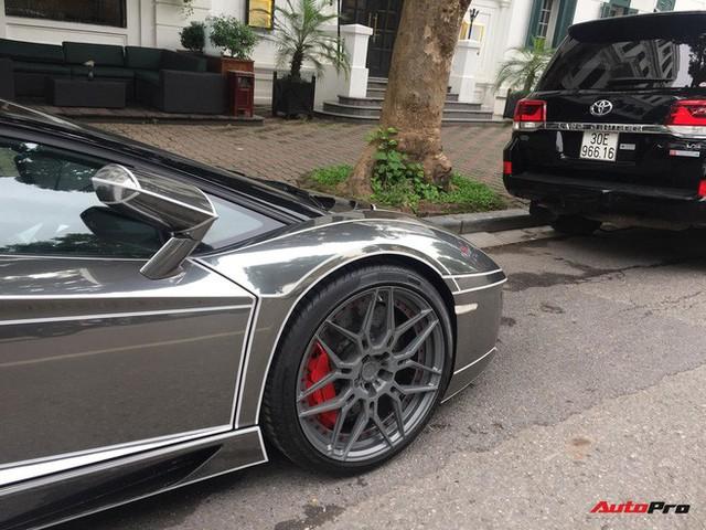 Lamborghini Aventador Roadster độ phong cách Tron Legacy chrome chói chang tại Hà Nội - Ảnh 5.