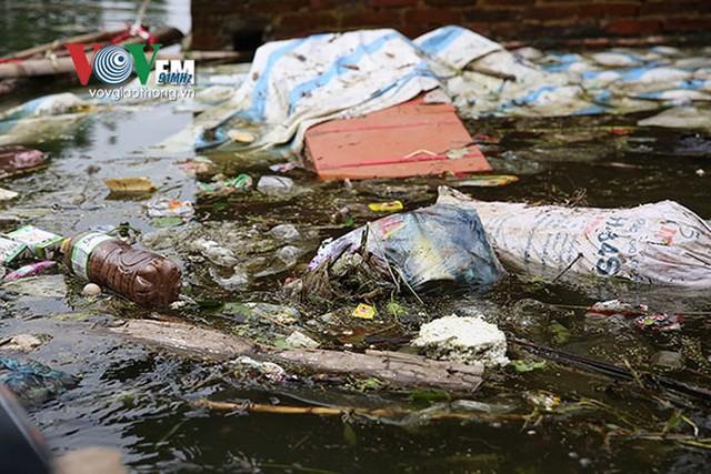 Ảnh: Sau ngập lụt dài ngày, dân Chương Mỹ đối mặt bệnh lở loét da - Ảnh 8.