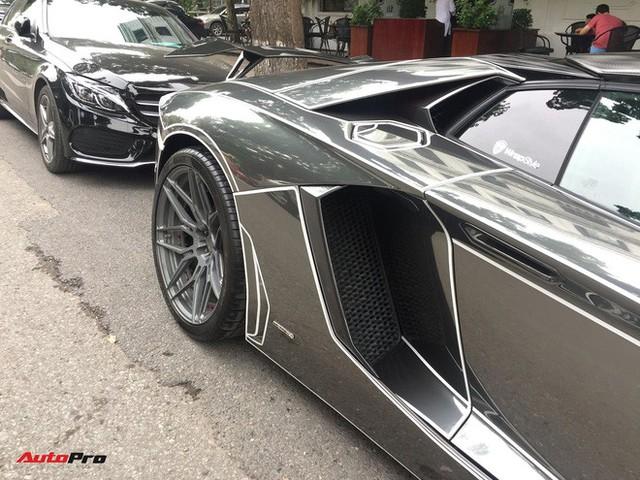 Lamborghini Aventador Roadster độ phong cách Tron Legacy chrome chói chang tại Hà Nội - Ảnh 7.