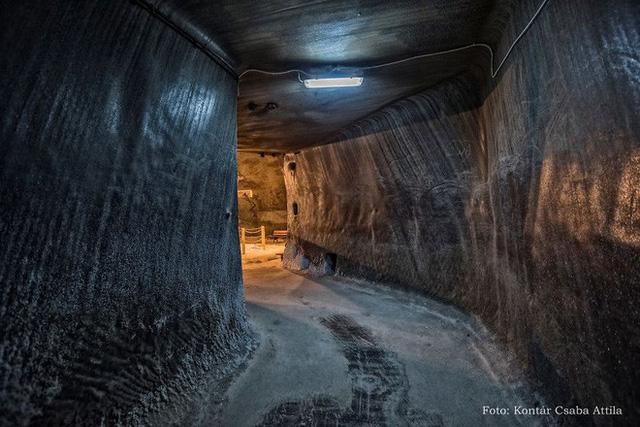 Chùm ảnh: Vẻ đẹp kì diệu của đu quay khổng lồ trong lòng hang động - Ảnh 2.