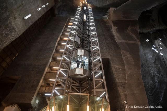 Chùm ảnh: Vẻ đẹp kì diệu của đu quay khổng lồ trong lòng hang động - Ảnh 12.