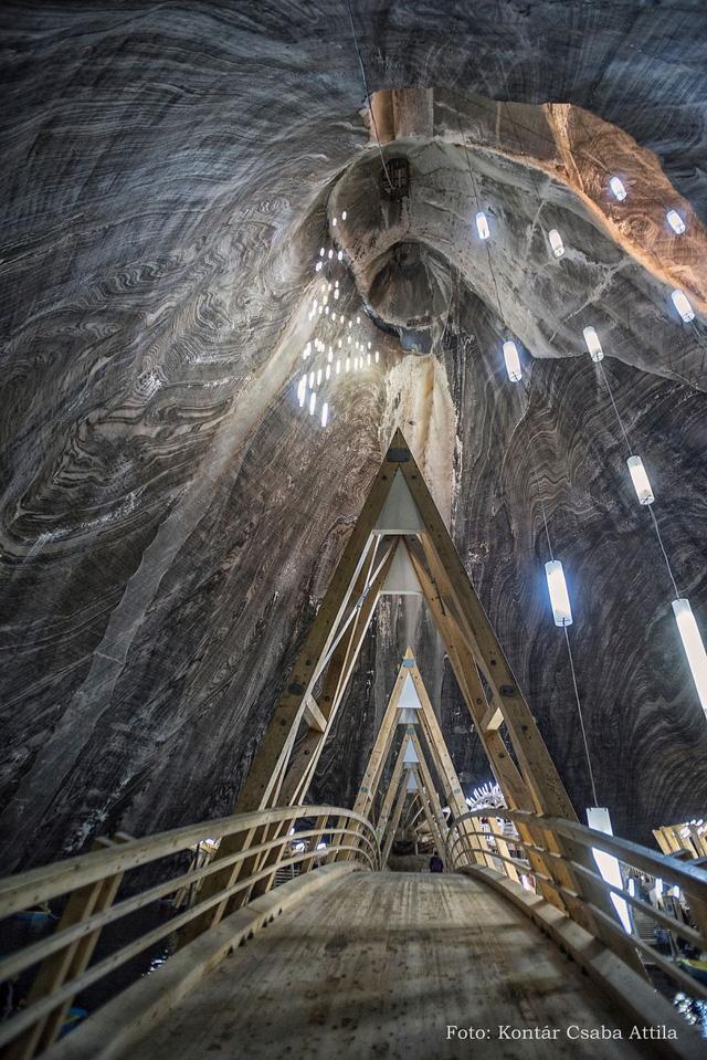Chùm ảnh: Vẻ đẹp kì diệu của đu quay khổng lồ trong lòng hang động - Ảnh 13.