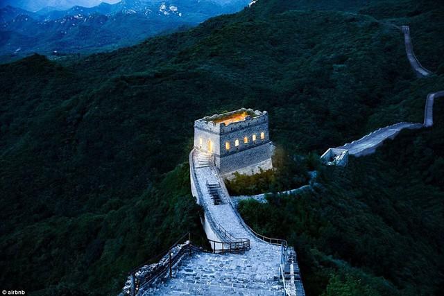 Chùm ảnh: Khách sạn đẹp ảo mộng trên tháp canh của Vạn Lý Trường Thành - Ảnh 11.