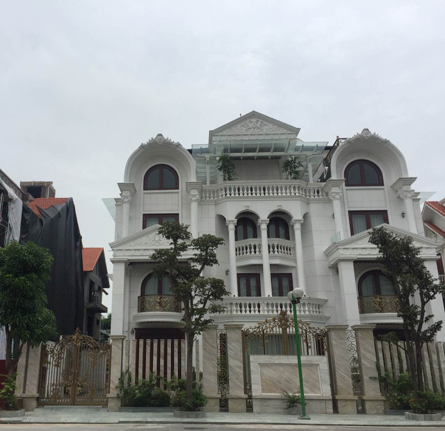 """Hà Nội: Hàng loạt villa """"khủng"""" biến tướng, phá vỡ quy hoạch - Ảnh 1."""