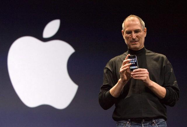 Đặt ra một câu hỏi sâu sắc, Steve Jobs đã đưa Apple từ bờ vực phá sản đến công ty có giá trị vốn hóa nghìn tỷ đô - Ảnh 1.