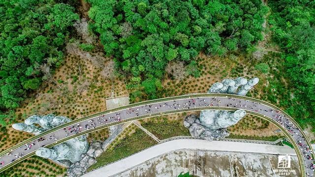 [Clip] Cầu vàng Đà Nẵng nổi tiếng chỉ sau 2 tháng công bố, lọt top 100 điểm đến hoàn hảo nhất địa cầu - Ảnh 8.