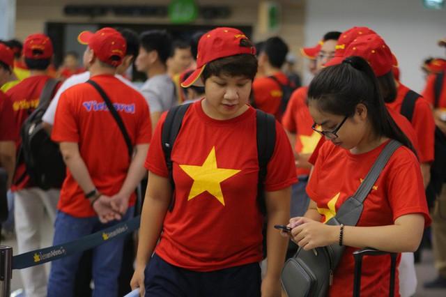 Hơn 300 CĐV bay sớm sang Indonesia tiếp lửa cho Olympic Việt Nam tranh HCĐ - Ảnh 18.