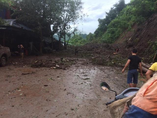 Cận cảnh mưa lũ tàn phá tan hoang, tê liệt giao thông Sơn La - Ảnh 2.