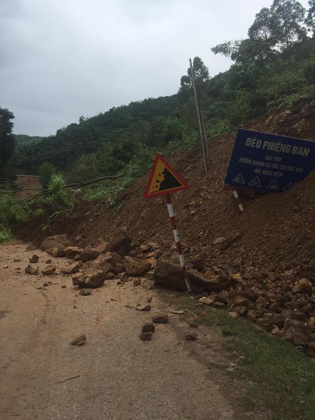 Cận cảnh mưa lũ tàn phá tan hoang, tê liệt giao thông Sơn La - Ảnh 7.