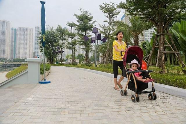 Công viên 300 tỷ chính thức hoạt động sau 2 năm đắp chiếu - Ảnh 4.