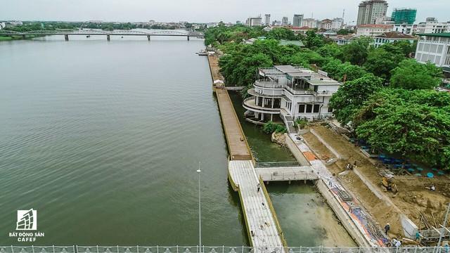 Toàn cảnh dự án cầu đi bộ siêu sang lát gỗ lim gần 53 tỷ đồng ở Huế - Ảnh 3.
