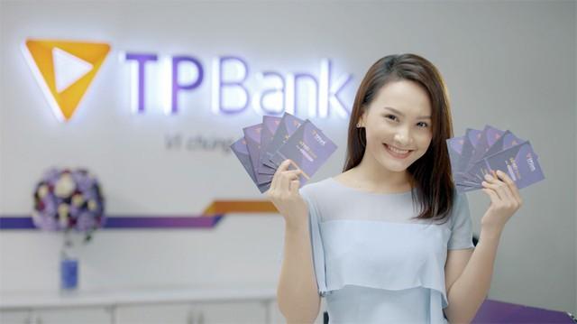 """TPBank tung """"bão quà tặng"""" cho khách hàng đến giao dịch - Ảnh 2."""