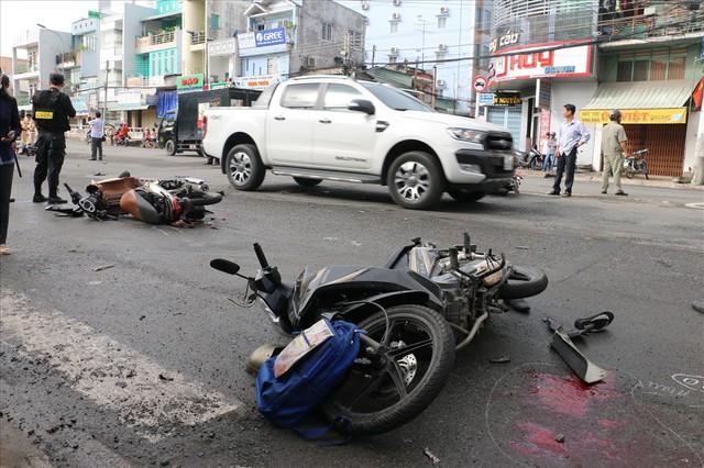 """An Giang: """"Xe điên"""" tông liên hoàn 8 xe máy, 11 người cấp cứu - Ảnh 1."""