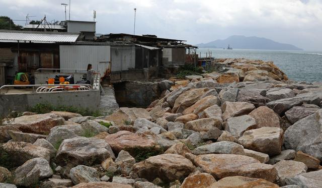 Siêu bão lịch sử đổ bộ Hong Kong, người dân vội vã tích trữ lương thực để cầm cự - Ảnh 4.