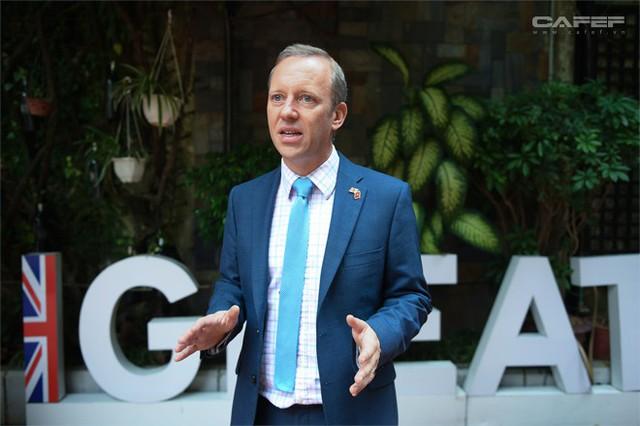 Chân dung bất ngờ của tân Đại sứ Vương Quốc Anh ở Việt Nam - Ảnh 10.