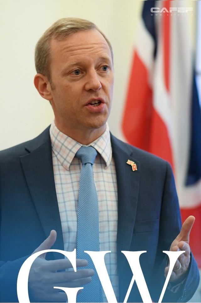 Chân dung bất ngờ của tân Đại sứ Vương Quốc Anh ở Việt Nam - Ảnh 4.