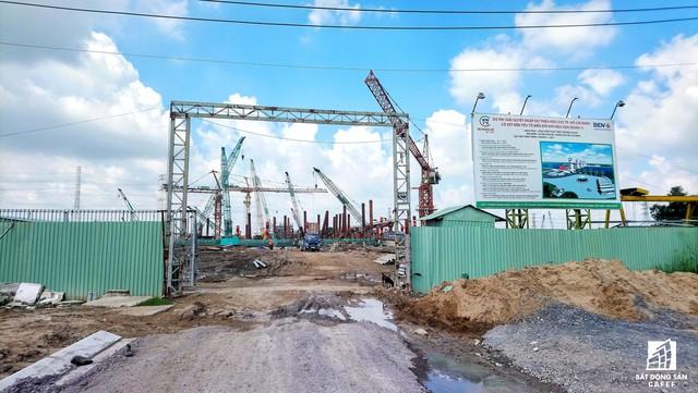 Toàn cảnh siêu dự án 10.000 tỷ đồng phơi nắng mưa do bị ngưng xây dựng ở TP.HCM - Ảnh 2.