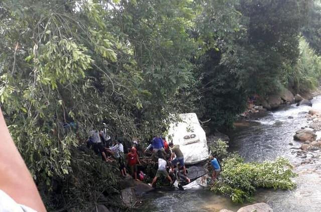 Hiện trường thảm khốc vụ tai nạn 12 người chết, 3 người bị thương ở Lai Châu - Ảnh 1.