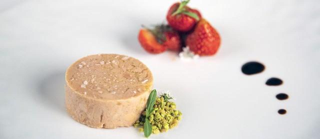 Foie gras - đỉnh cao văn hóa ẩm thực Pháp: Khi lằn ranh giữa món ăn xa hoa và nỗi thống khổ tột cùng của loài ngỗng bị xóa mờ - Ảnh 3.