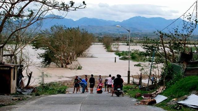 Số người chết vì bão Mangkhut ở Philippines tăng chóng mặt - Ảnh 7.