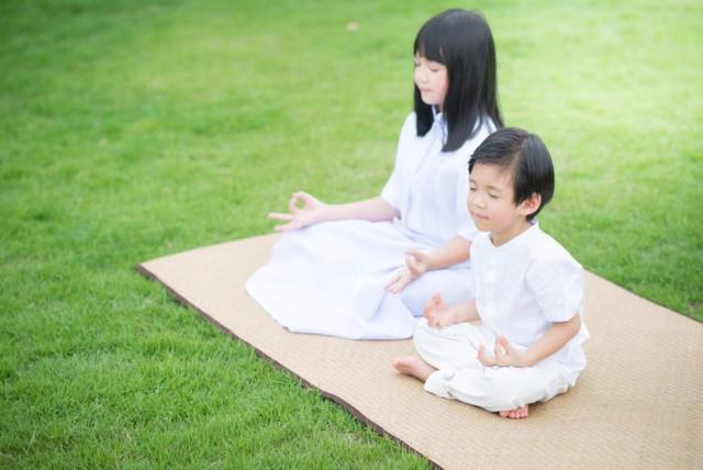 Đừng nghĩ rằng trẻ hiếu động thì không hợp với thiền, chỉ cần 20 phút rèn luyện mỗi ngày, con khỏe mạnh và nâng cao kỹ năng học tập, xã hội - Ảnh 1.