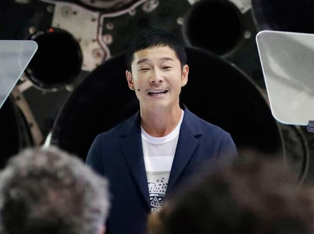 Gặp mặt tỷ phú Nhật Bản Yusaku Maezawa, vị khách Thứ nhất được Elon Musk cho đi vòng quanh mặt trăng - Ảnh 1.