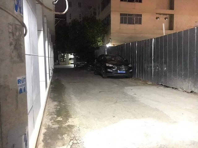 Cảnh sát khám xét nơi ở cựu Phó Chủ tịch UBND TP.HCM và nhiều người vừa bị khởi tố - Ảnh 2.