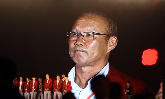 HLV Park Hang Seo nói cảm ơn bằng tiếng Việt, quyết vô địch AFF Cup 2018 - Ảnh 1.