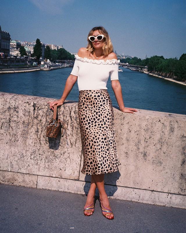 Sắm đủ 6 món đồ này, bạn hoàn toàn có thể mặc đẹp như một quý cô người Pháp - Ảnh 2.