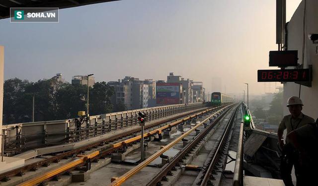 13 đoàn tàu đường sắt Cát Linh - Hà Đông đang chạy thử trong sáng nay - Ảnh 7.