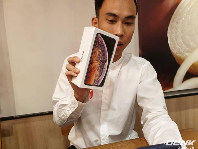 iPhone XS Max đầu tiên về Việt Nam trước cả khi Apple mở bán, giá từ 33,9 triệu đồng - Ảnh 1.