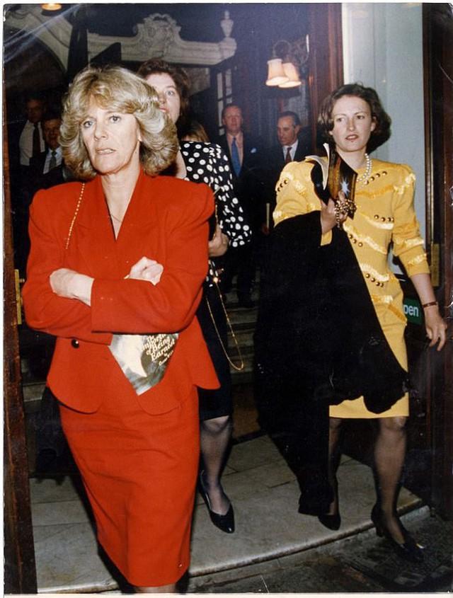 Từng giản dị đến mức nhàm chán, bà Camilla đã thay đổi phong cách thế nào để lọt top 30 nhân vật mặc đẹp nhất nước Anh? - Ảnh 1.